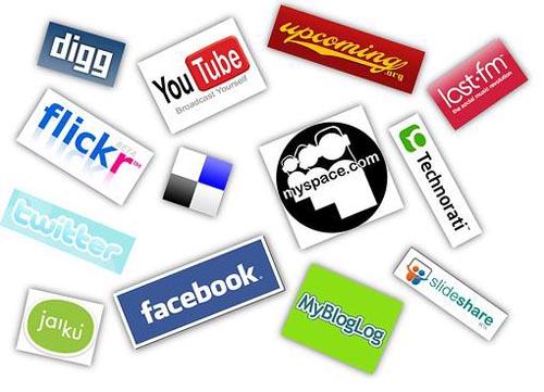 Si pensábamos que la onda expansiva de Facebook y Twitter se había producido de forma vertiginosa… mejor no analizamos los profundos cambios que se producen en relación a los conceptos espacio tiempo con la puesta en escena de Google + y la integración de la red en un contexto 100% social. Desde que los blogs vieron la luz, la interacción de los usuarios ha sido un aspecto inherente al uso de Internet para todos los usuarios, sin embargo, parece también una realidad que en el momento actual estamos a varios pasos de aquellos comienzos. La interacción social dio paso a