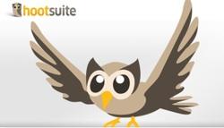 Interesantes noticias para las empresas las que nos llegan a través del blog de Hootsuite, que para quien a estas alturas no lo sepa, nos permite centralizar el control e interactuar en una serie de redes sociales. Pues bien, a partir de hoy, tanto para usuarios de la versión gratuita como para los usuarios de la versión profesional, tenemos la posibilidad de integrar a la red social de negocios Linkedin en nuestro panel de gestión. Para las empresas, la integración de Linkedin dentro de Hootsuite tiene ventajas importantes, empezando porque así potencian sus relaciónes con su público objetivo, además de