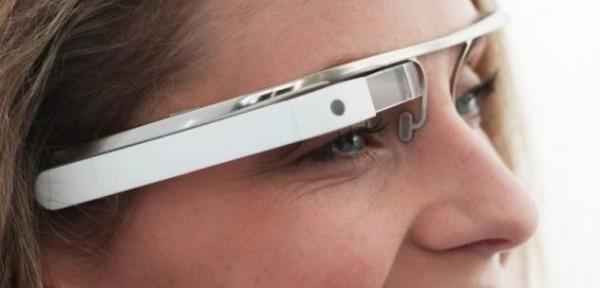 Will Powell se encontró con unas Google Glasses y una raspberry pi (un miniordenador que puede conectarse a un monitor, a un teclado y que es capaz de realizar todas las funciones básicas de un PC, incluso en lo que a juegos se refiere) en la mano y se le ocurrió mezclarlas en una idea bastante innovadora pero simple a la vez: crear una realidad aumentada que tradujese un idioma extranjero hablado en subtítulos a tiempo real. Powell conectó unas gafas Vuzix 1200, un vídeo conector, una raspberry pi, un micrófono bluetooth y una smartphone o tablet para reproducir los