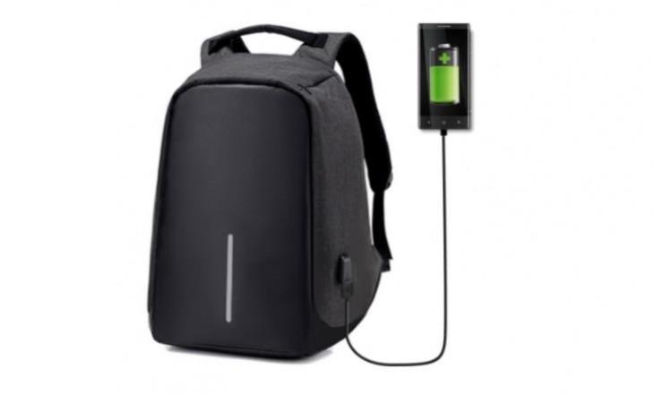 Una mochila antirrobo con puerto de carga USB