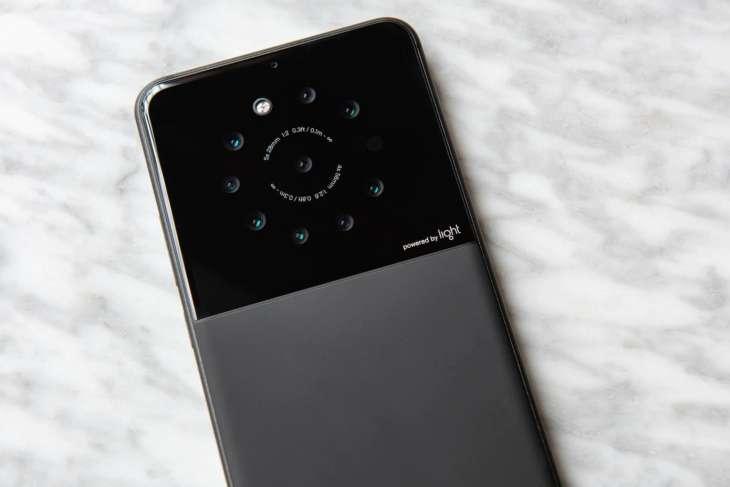 Una compañía está desarrollando un teléfono que podrá llegar a tener hasta nueve cámaras