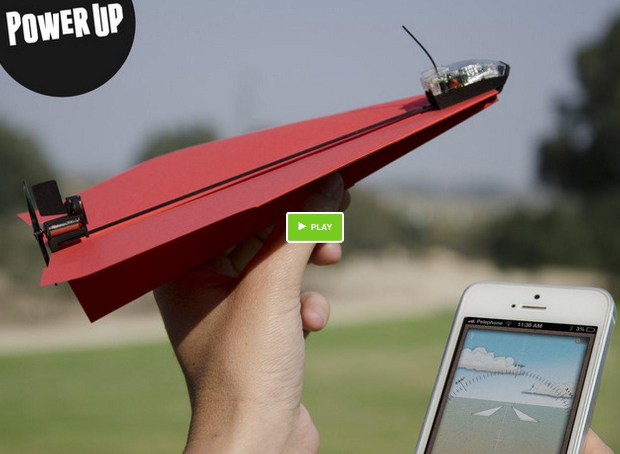 Powerup 3.0 – Un avión de papel que vuela controlado por un smartphone