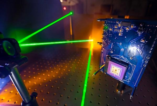 Desarrollan una cámara capaz de capturar imágenes a la velocidad de la luz