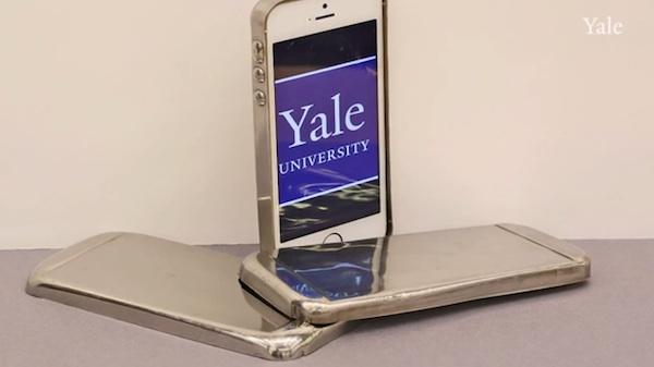 Un profesor desarrolla una carcasa para smartphones más resistente que el acero