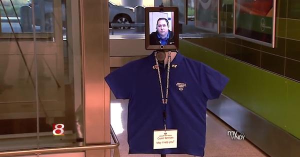 Comienzan a utilizar un robot con un iPad por cabeza para interactuar con los viajeros de un aeropuerto