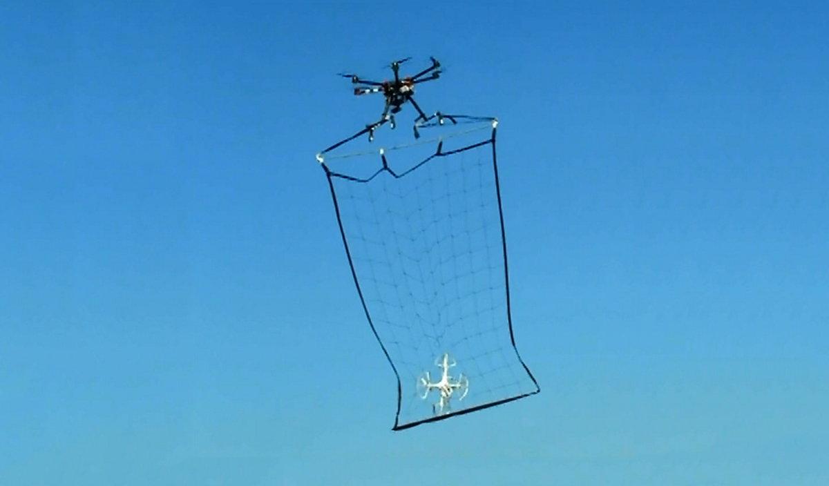 atrapar drones
