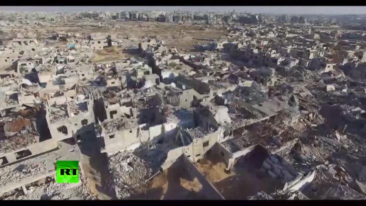Una de las tomas del dron de RT que captó los destrozos en Jobar, Damasco