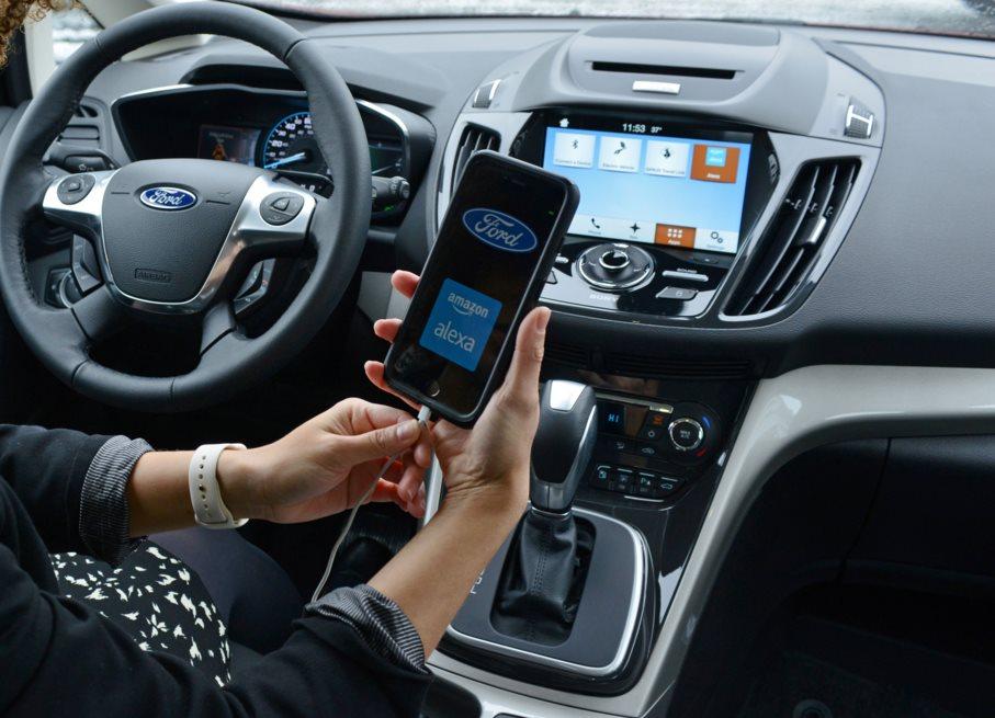 Ford y Amazon se asocian para controlar los coches con el asistente Alexa
