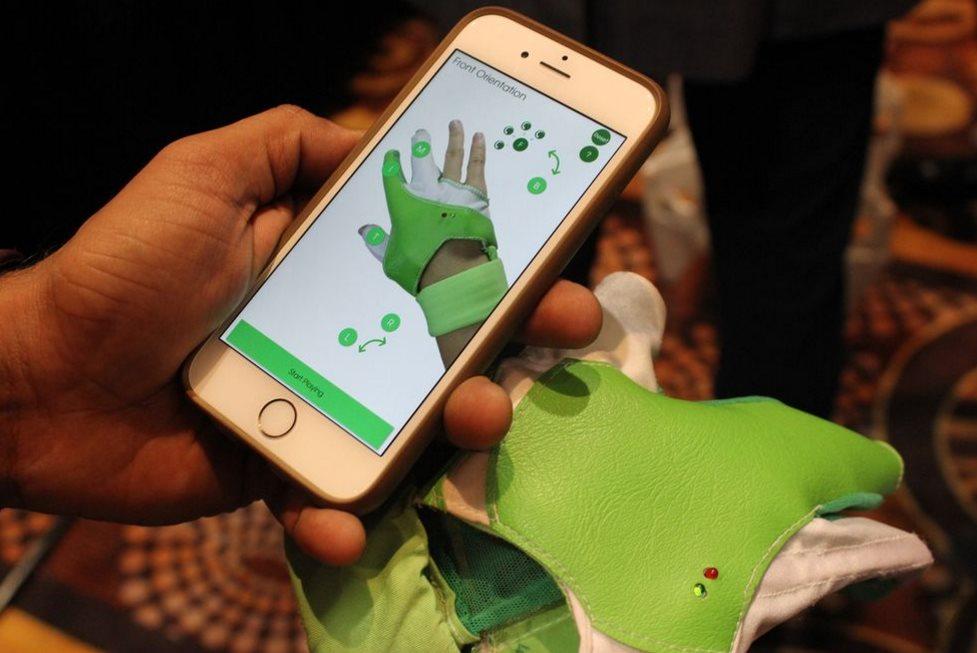 Ziro presenta solución para construir robots y controlarlos con un guante