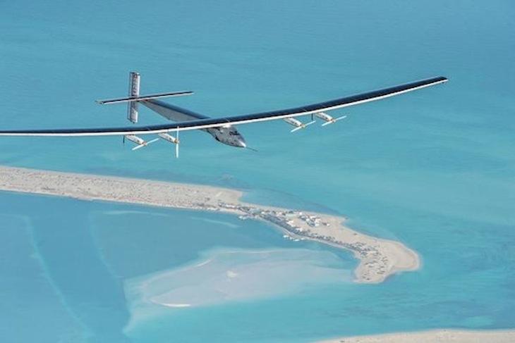El Solar Impulse 2 cruza con éxito el océano Pacífico alimentado solo por energía solar