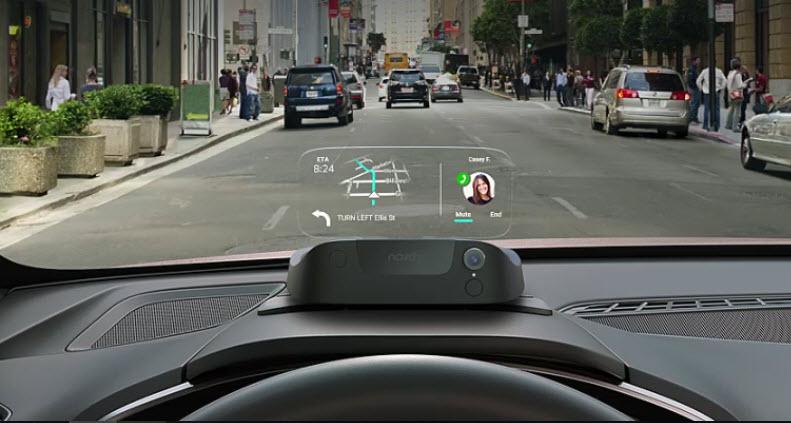 Un dispositivo que proyecta información en el parabrisas del auto