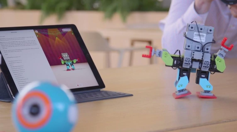 Apple permitirá a niños y adultos codificar drones y robots con la nueva actualización de Swift Playgrounds