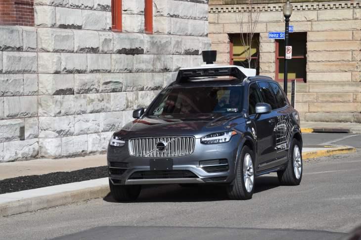 Un vehículo autónomo de Uber atropella y mata a una mujer