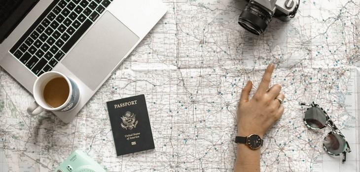 Plataformas para encontrar vuelos y hospedaje por viajes sorpresa