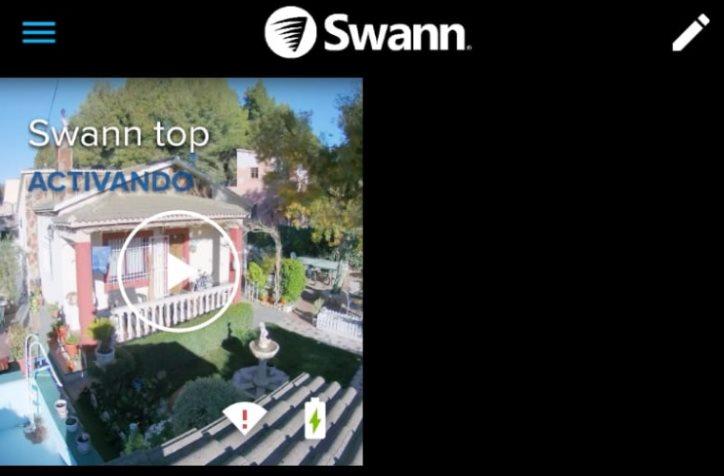 Cámara Swann activándose antes de mostrar el vídeo en directo. Batería perfecta gracias al panel solar, y señal WiFi baja, en el límite.