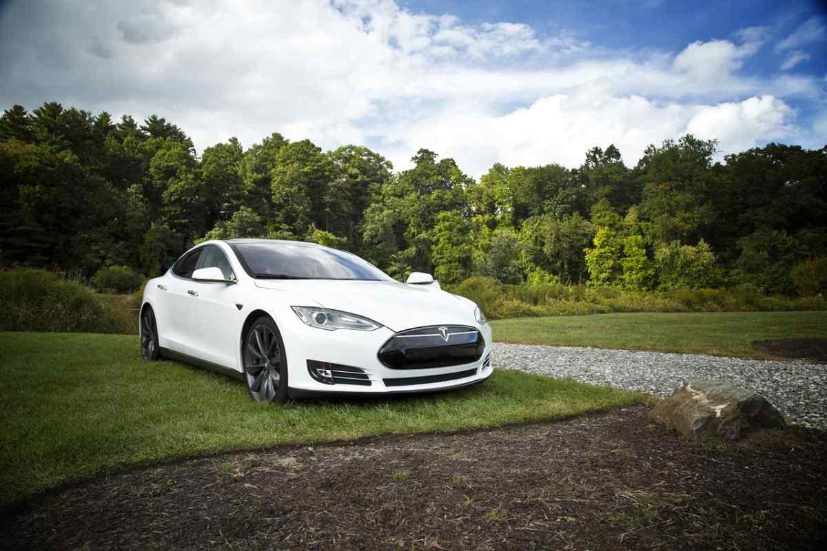 Tesla llevará «pronto» las transmisiones de Netflix y YouTube a sus vehículos