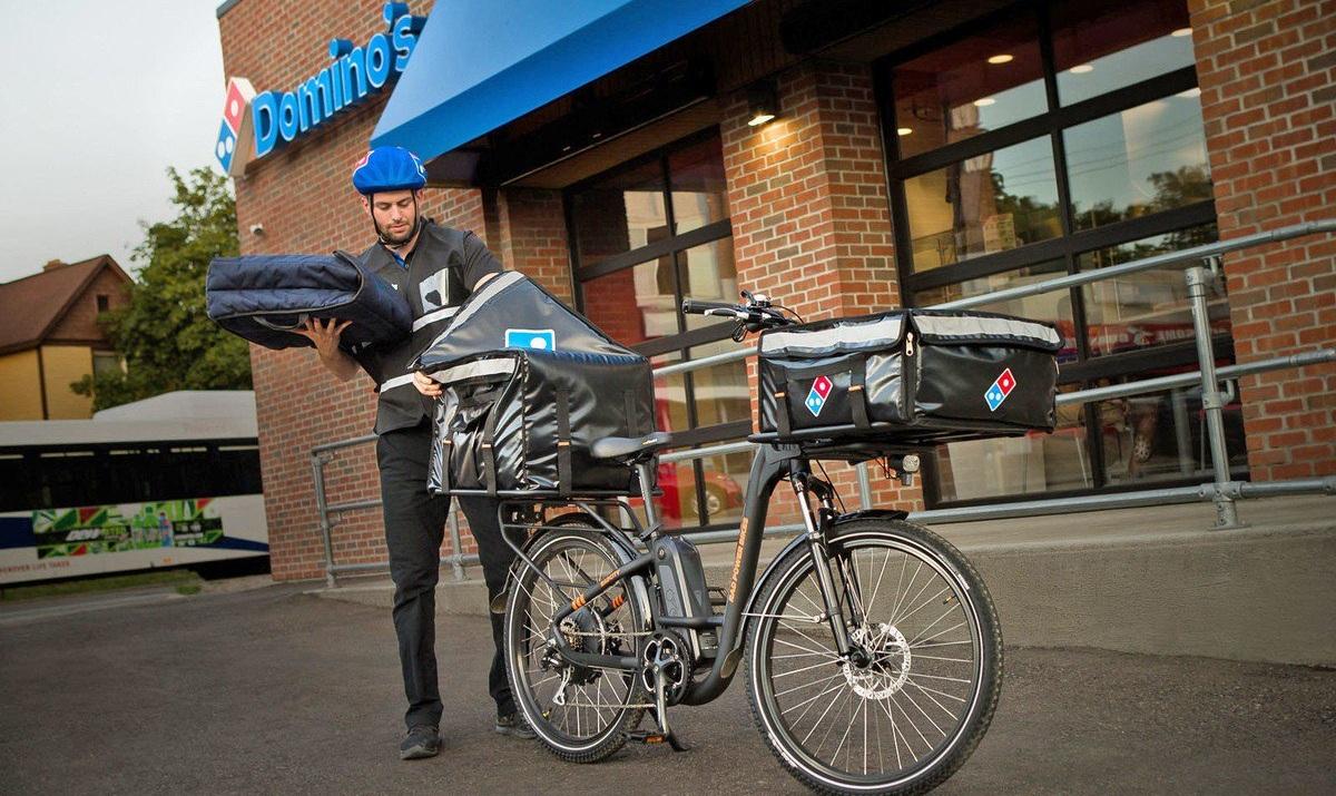 Domino's Pizza sumará un nuevo método de transporte para la entrega de pedidos: bicicletas eléctricas