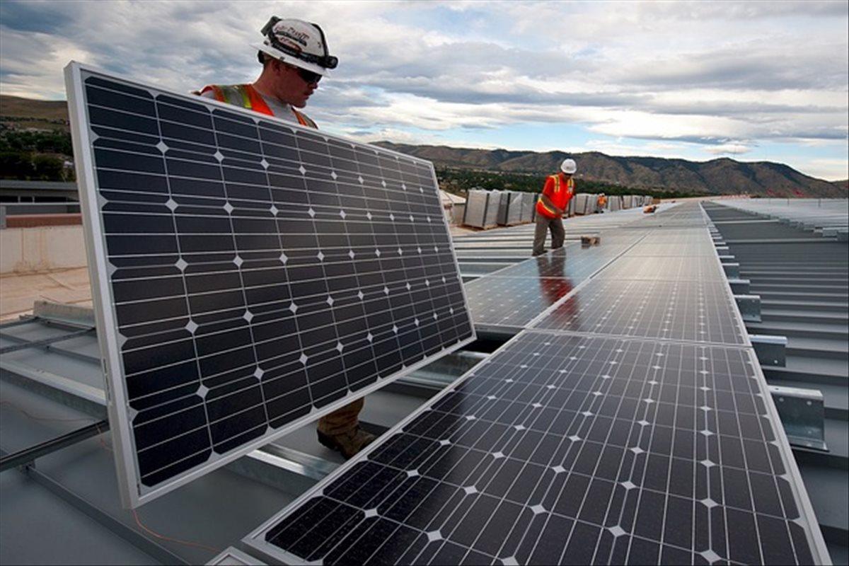 Investigadores crean algoritmo que aprovecha al máximo la energía generada por paneles solares