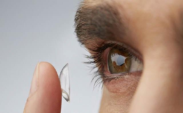 Crean una lente robótica que puede ser controlada por el ojo