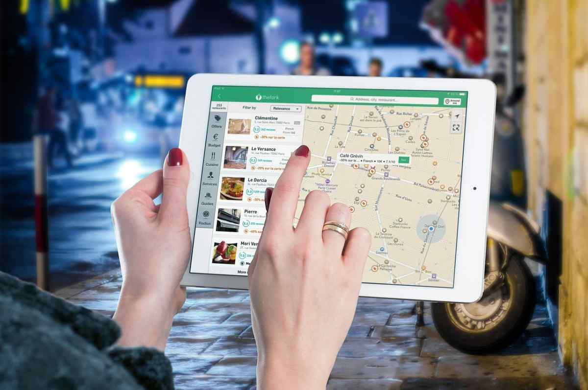 Google Maps refuerza su estatus de asistente de viajes integrando nuevas opciones de movilidad