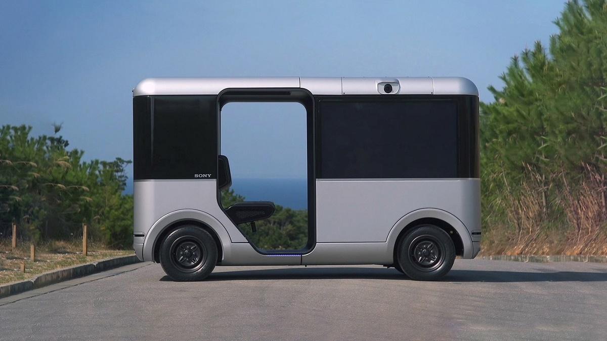 Sociable Cart SC-1, el primer vehículo eléctrico y autónomo de Sony con 5 pantallas 4K y más