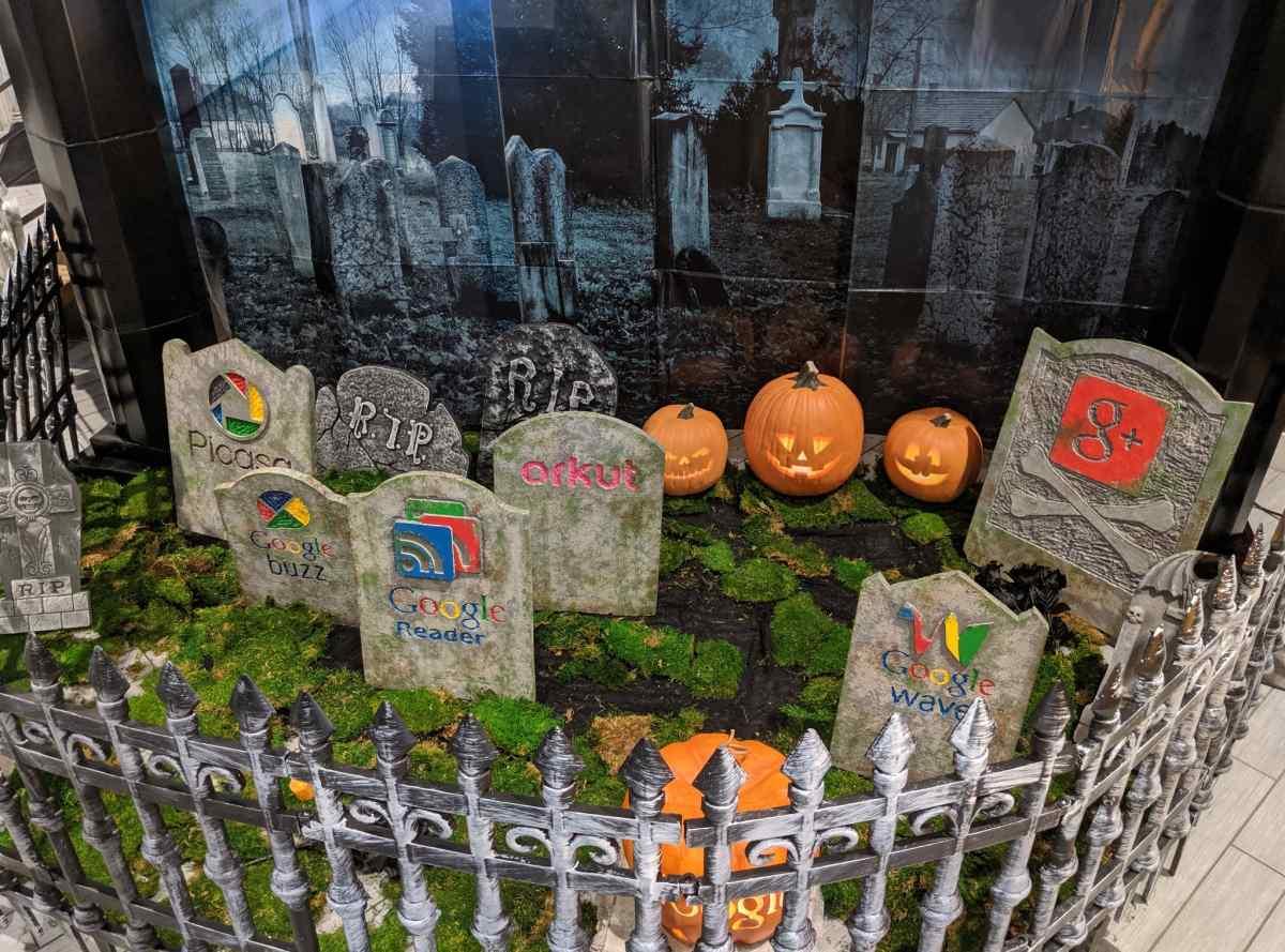 Google celebra su particular Halloween con un cementerio de servicios cerrados