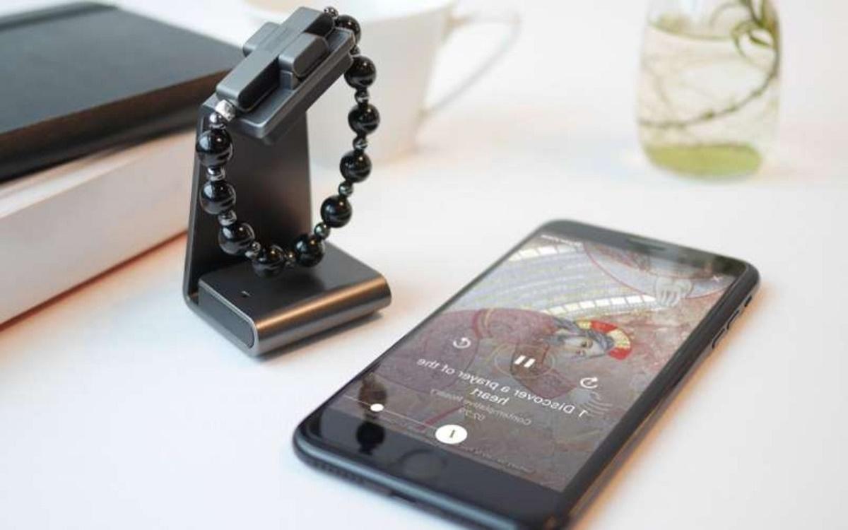 La pulsera inteligente creada por el Vaticano capaz de medir las veces que rezamos
