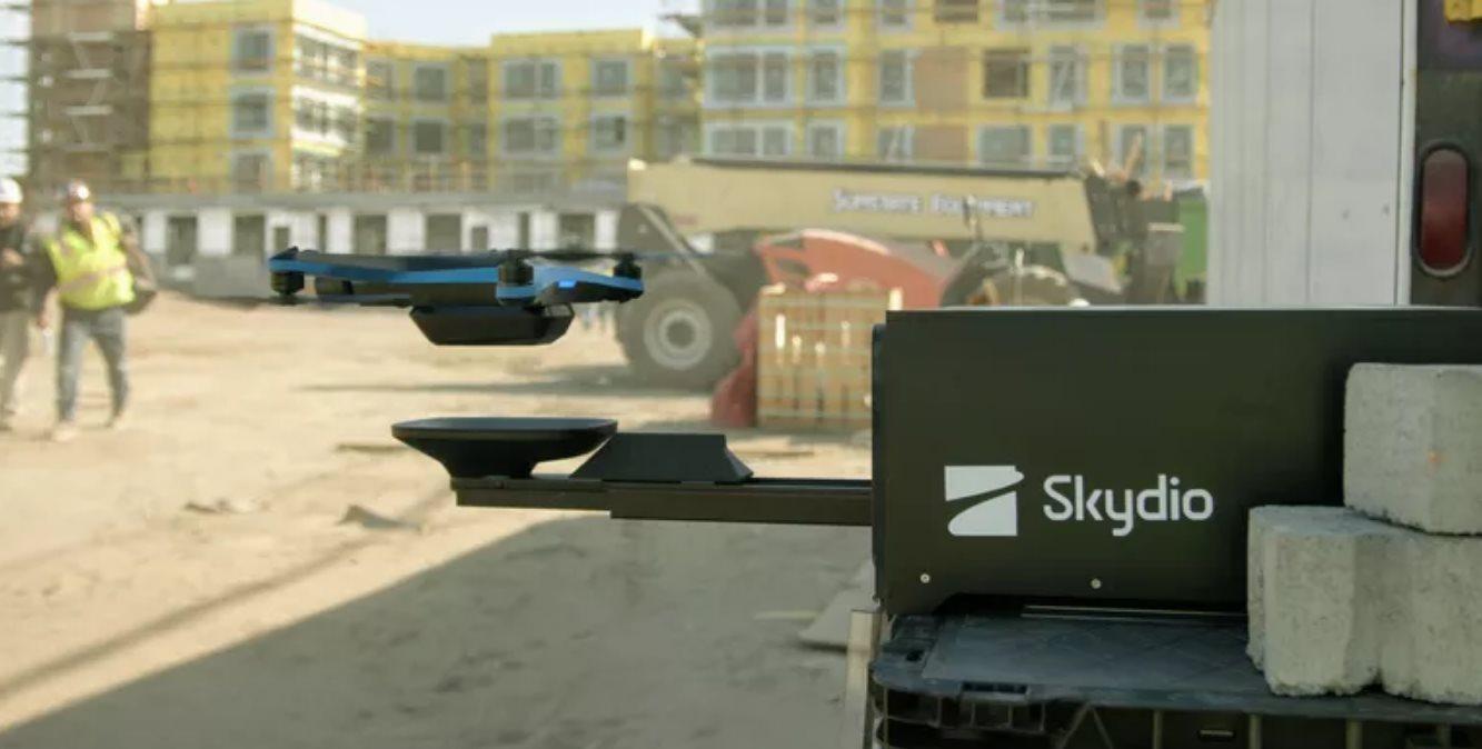 drone cargando