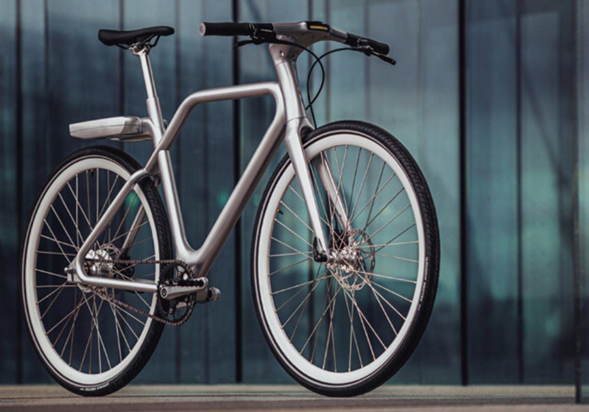 Una bicicleta eléctrica con funciones inteligentes y pantalla integrada