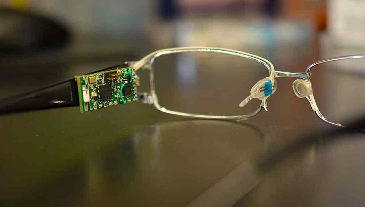 Desarrollan gafas con biosensor capaz de detectar el nivel de glucosa en sangre desde las lágrimas