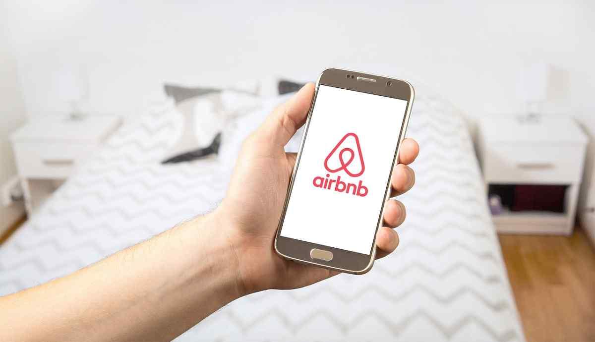 Airbnb prohíbe de manera clara las fiestas de «invitación abierta»
