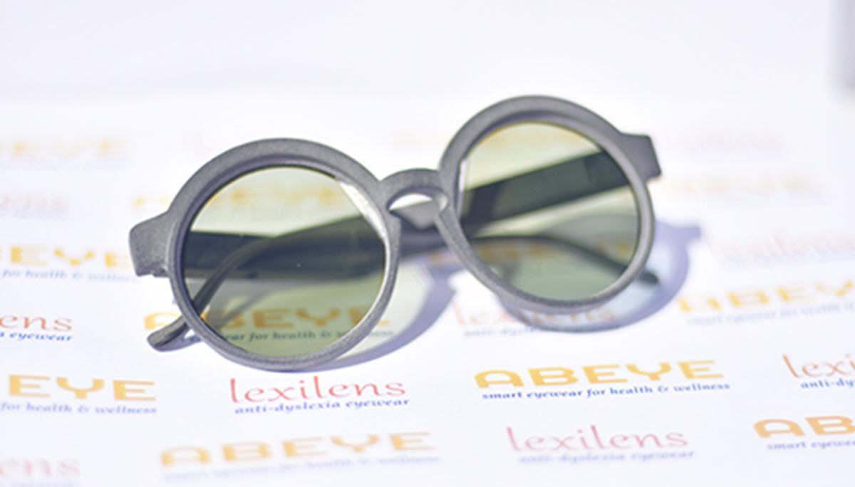 Gafas inteligentes para niños con dislexia que se activan para la lectura