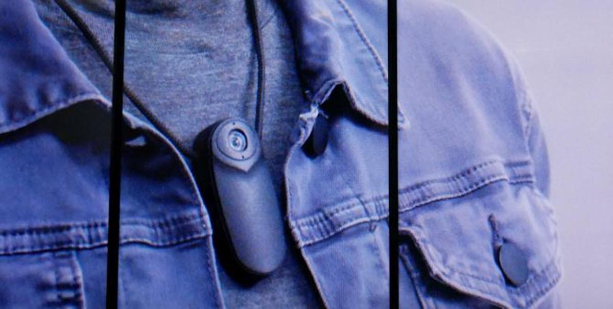 Un dispositivo que utiliza IA para ayudar a personas con discapacidad auditiva