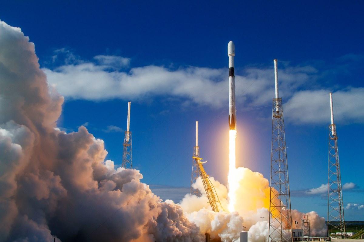 SpaceX cubrirá el cielo con más satélites de Internet en 2020
