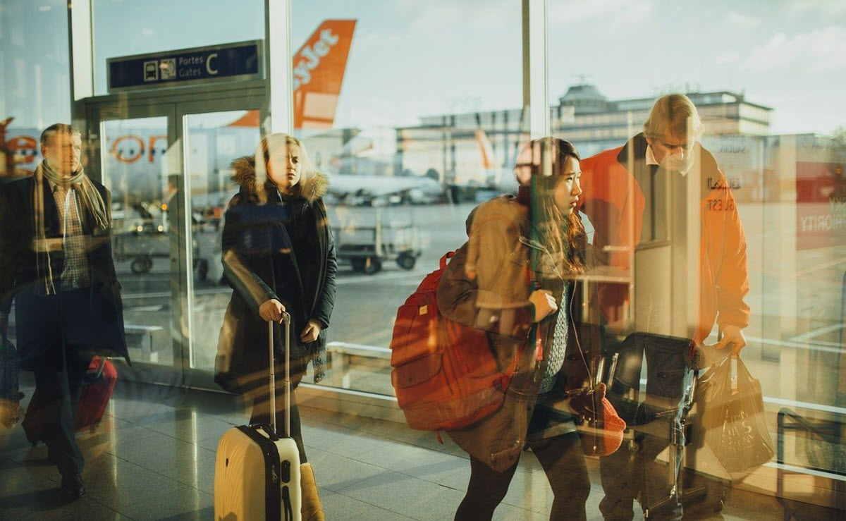 Esta maleta utiliza IA para ayudar a personas con discapacidad visual a viajar solas