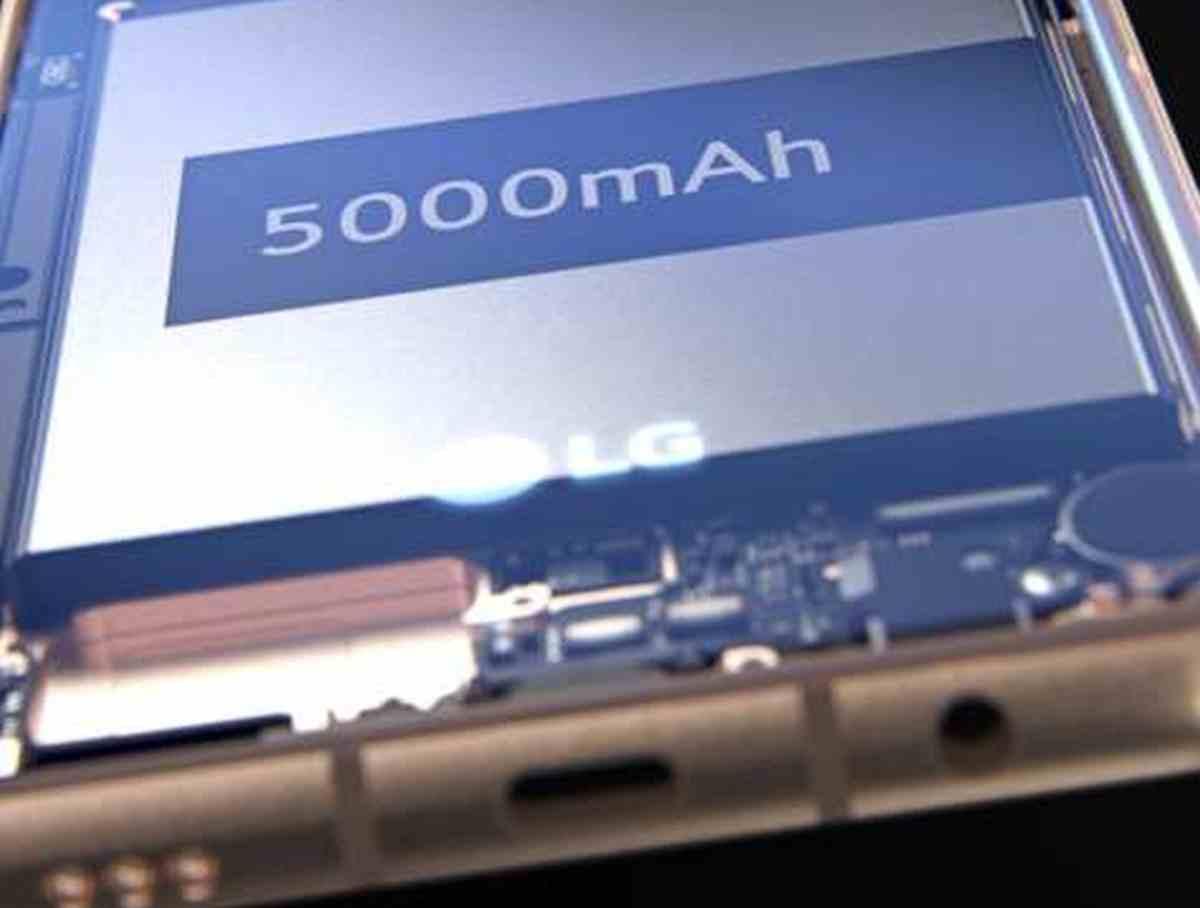 Filtradas algunas imágenes del LG V60 ThinQ: más cámaras, más batería, y la vuelta del conector jack