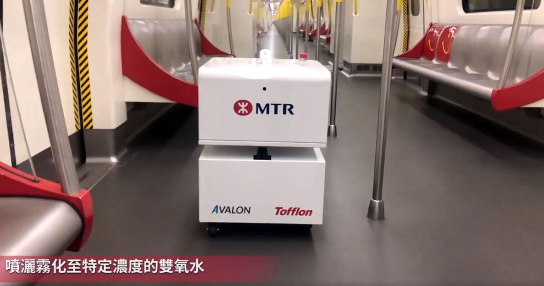 Los robots que desinfectan los trenes de Hong Kong