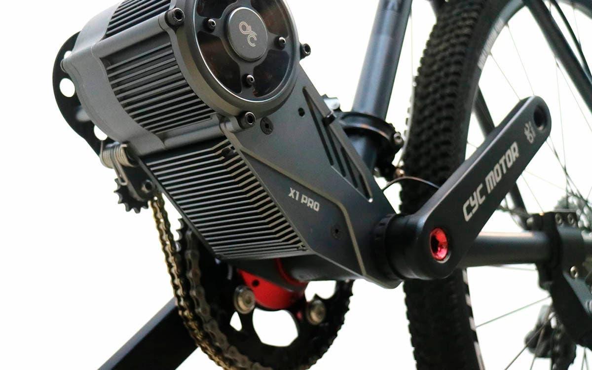 Transformando una bicicleta de montaña en una moto cross eléctrica