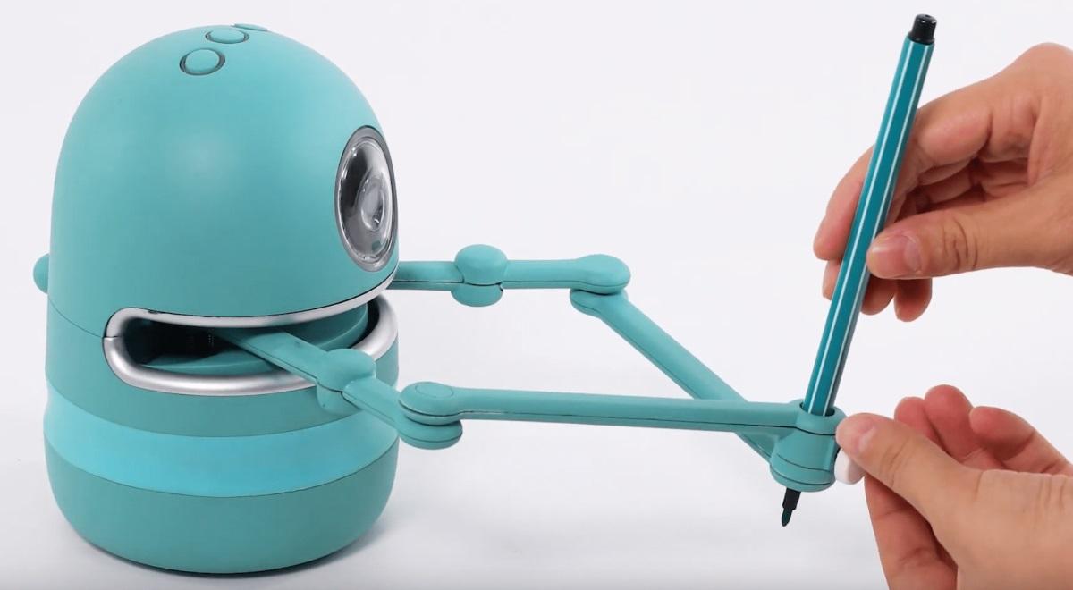 Quincy: El robot con el que los niños aprenderán a escribir, dibujar y los números