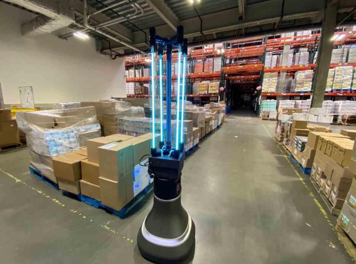 Desarrollan robot autónomo que desinfecta banco de alimentos mediante luz UVC