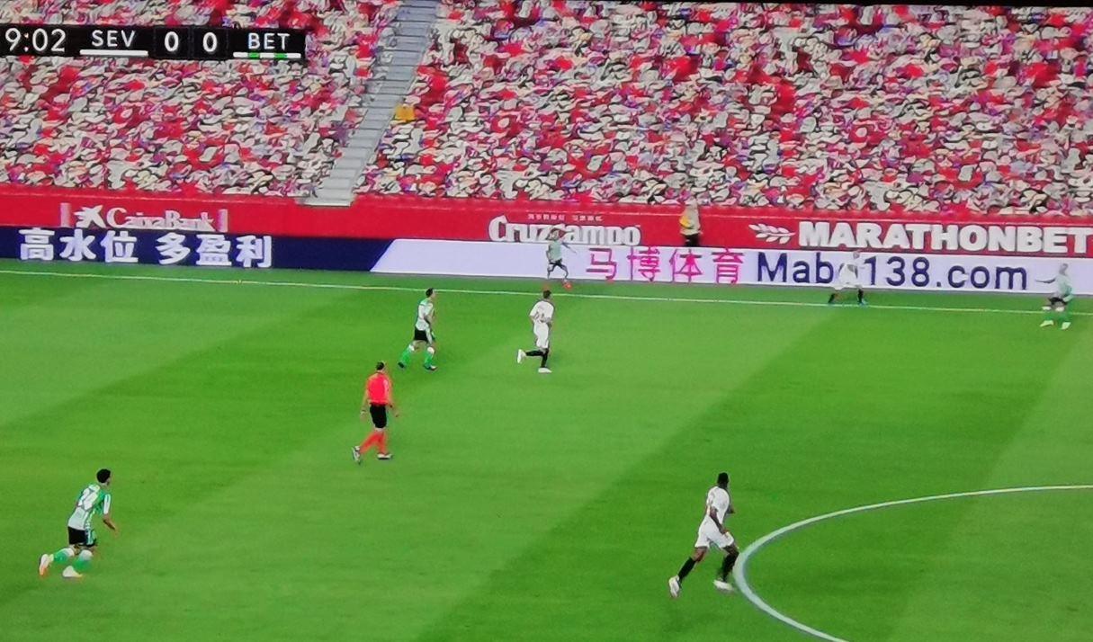 Público artificial en los juegos de fútbol, sin gente en tiempos de pandemia