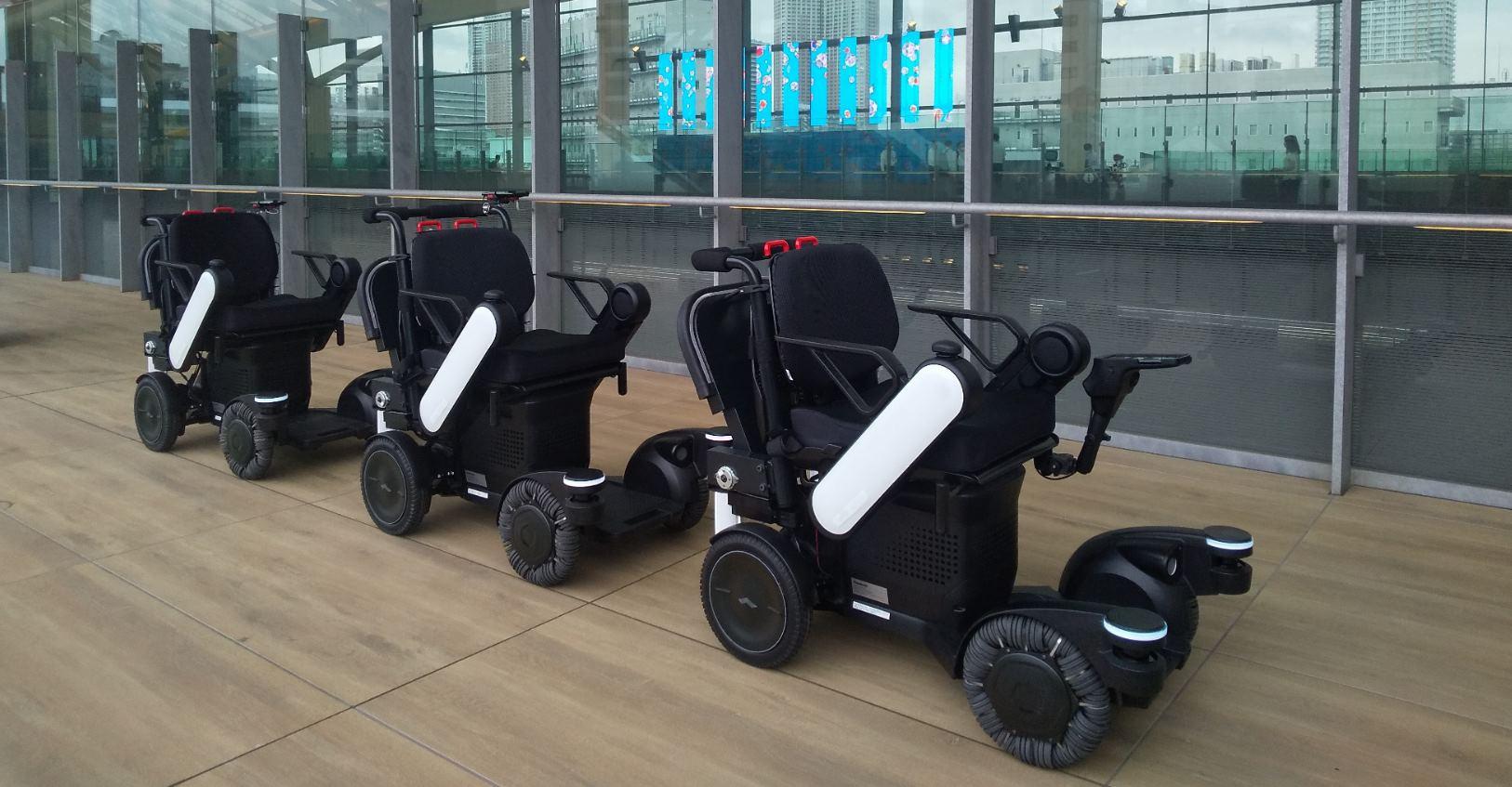 Panasonic prueba robots autónomos que nos seguirán en los aeropuertos