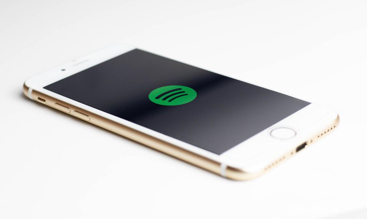 Un bug impidió usar Spotify desde cuentas gratuitas en altavoces y pantallas inteligentes de Google