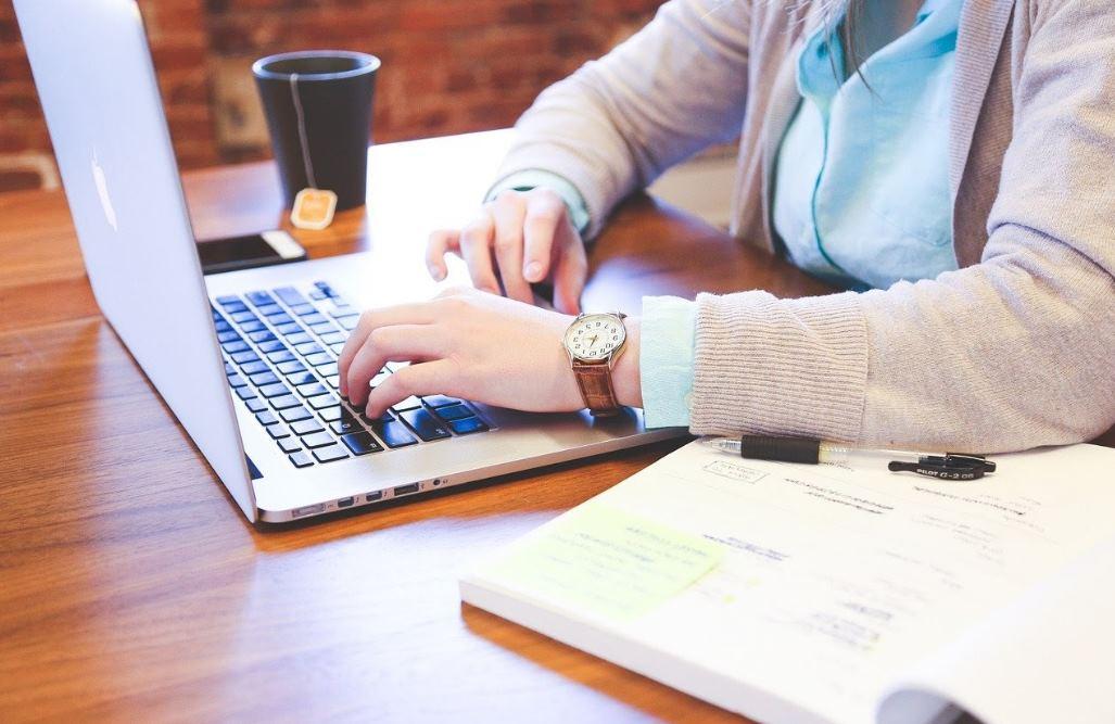 escribiendo en teclado