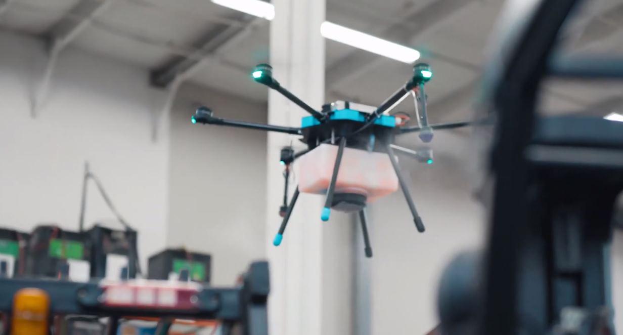 Drones que desinfectan estadios deportivos