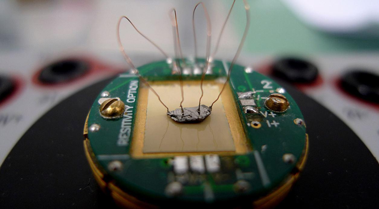 Investigadores logran generar por primera vez superconductividad a temperatura ambiente