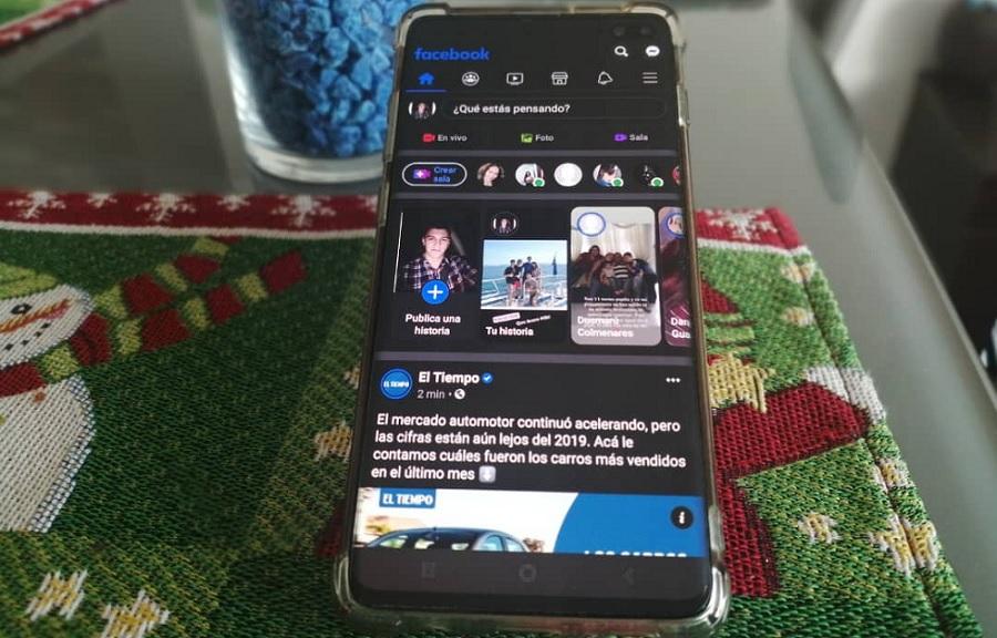 Cómo activar el modo oscuro de Facebook en un móvil Android