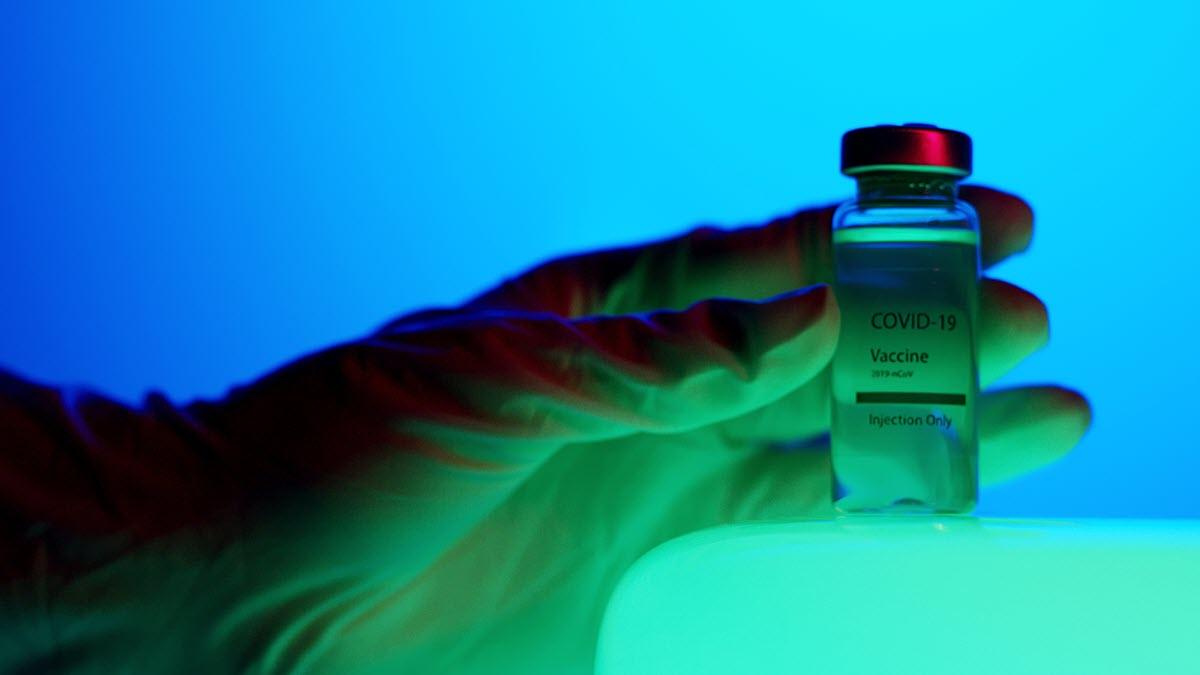 Facebook comenzará a eliminar las afirmaciones falsas sobre las vacunas del COVID-19