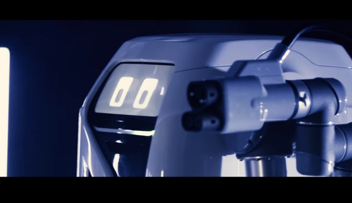 Robot con ojos para cargar coches eléctricos
