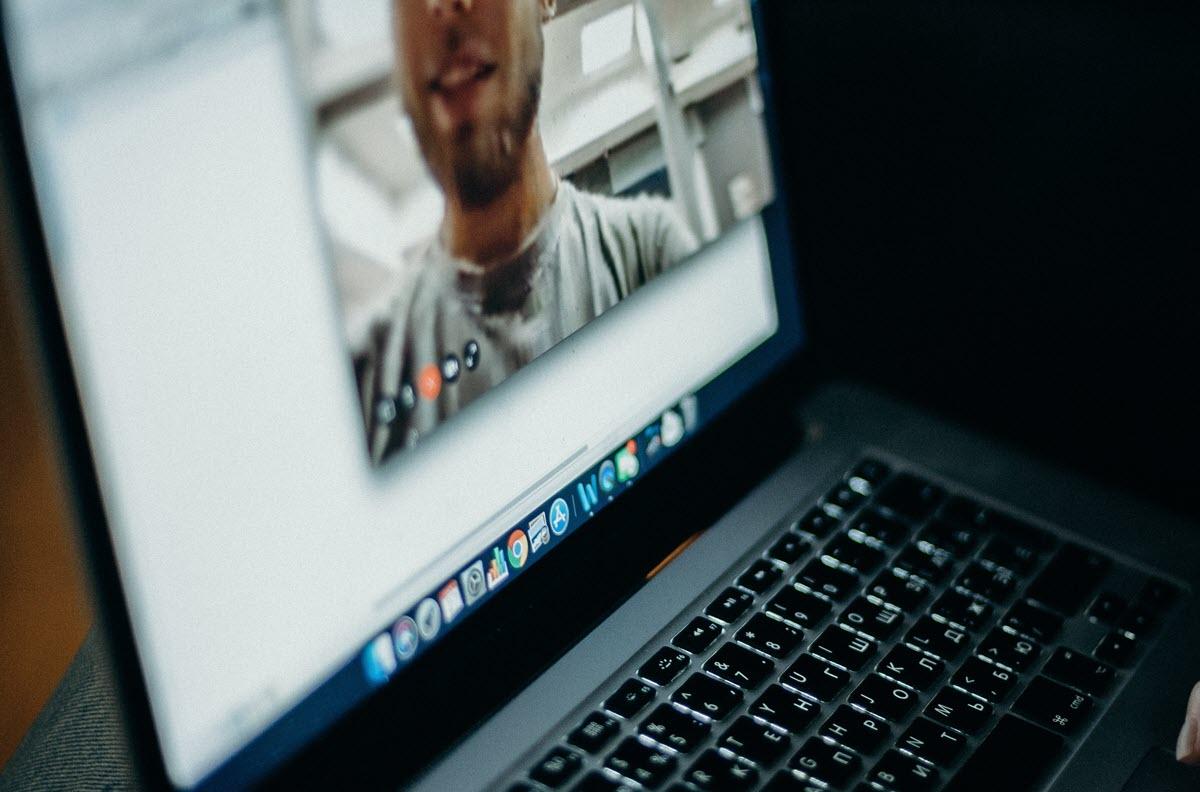 Dolby mejora la calidad de audio de las videollamadas en los portátiles